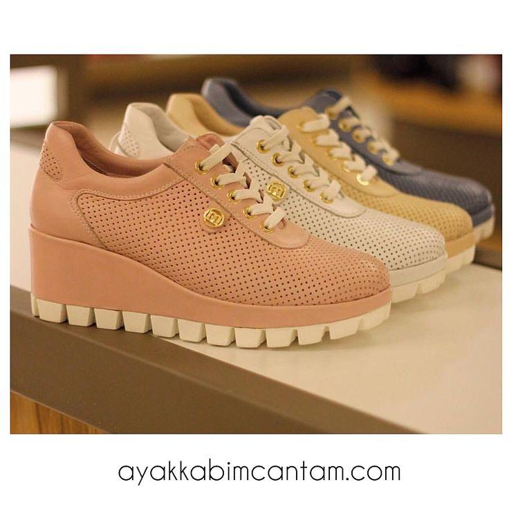 Spor ayakkabılarda dolgu topuk şıklığı✨  Alışveriş için aşağıdaki linke tıklayınız. http://www.ayakkabimcantam.com/search?search=D16ya%20875%20  - Ürün adı: D16YA-875  - 36-40 numara stokta - Aynı gün Ücretsiz Kargo - Peşin fiyatına 5 taksit