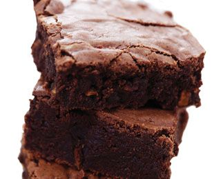 LOW CALORIE BROWNIES 3/4C nonfat Greek yogurt 1/4C skim milk 1/2C Cocoa powder 1/2C Old fashioned oats 1/2C Stevia 1 egg 1/3C applesauce 1 tsp baking powder 1 pinch salt Preheat oven to 400°F. Grease square baking dish. Combine ingredients in food processor or blender, blend til smooth. Pour into prepared dish & bake 15 minutes. Allow to cool completely before cutting into 9 large squares.