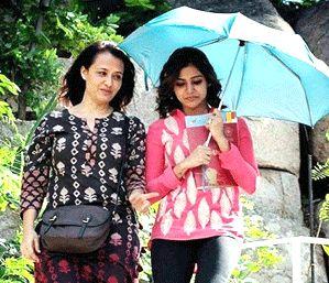 amala and samantha photo goes viral