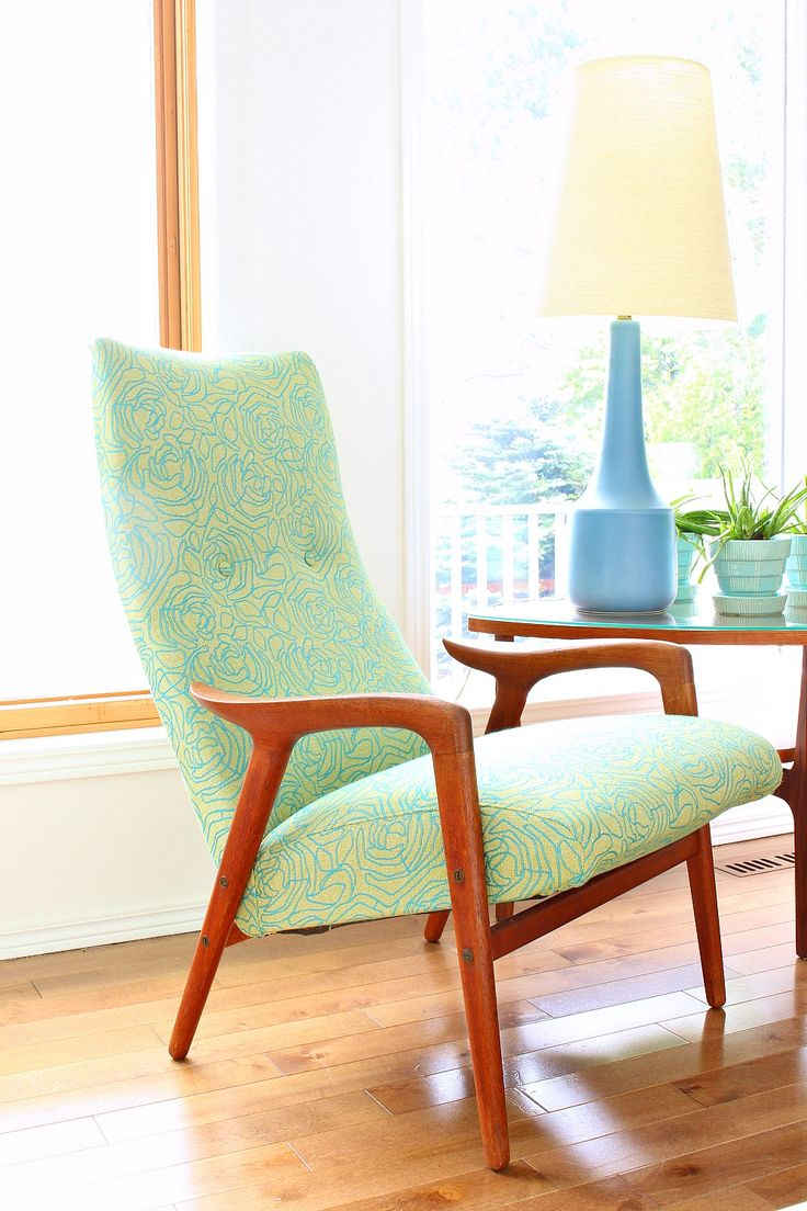 Tour a Redecorated Lake House Living Room in Blues and Greens | Mint Mingo Chair, Midcentury Modern Teak Side Table, Blue Lotte Lamp, Turquoise McCoy Pottery Collection