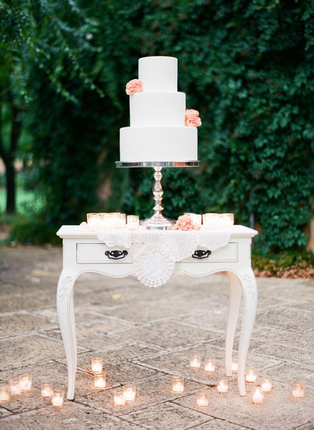 Elegant cake display