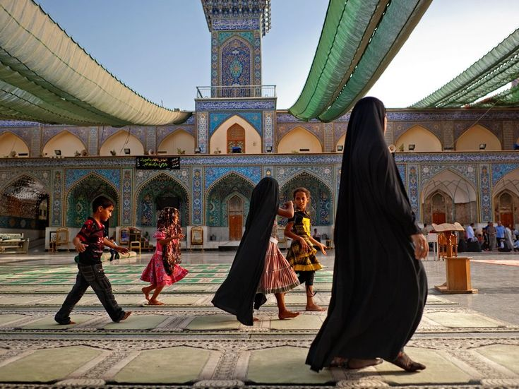 Al Kazimiyah Shrine, Baghdad. Photograph by Lynsey Addario, National Geographic