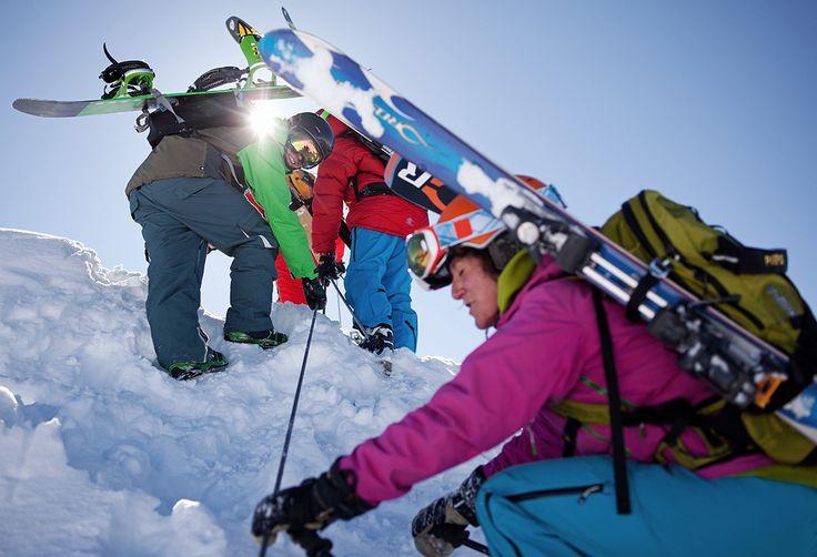 Montafoner Höhenrausch - entdecke an unseren Aussichtspunkten Burg, Rinderhütte, Sonnen Bahn, Hochalpila und Sennigrat die schönsten Panoramen und lass dich vom Rundblick über die atemberaubende Montafoner Bergwelt verzaubern. #silvrettamontafon #skiing #high #mountains #panorama #berge