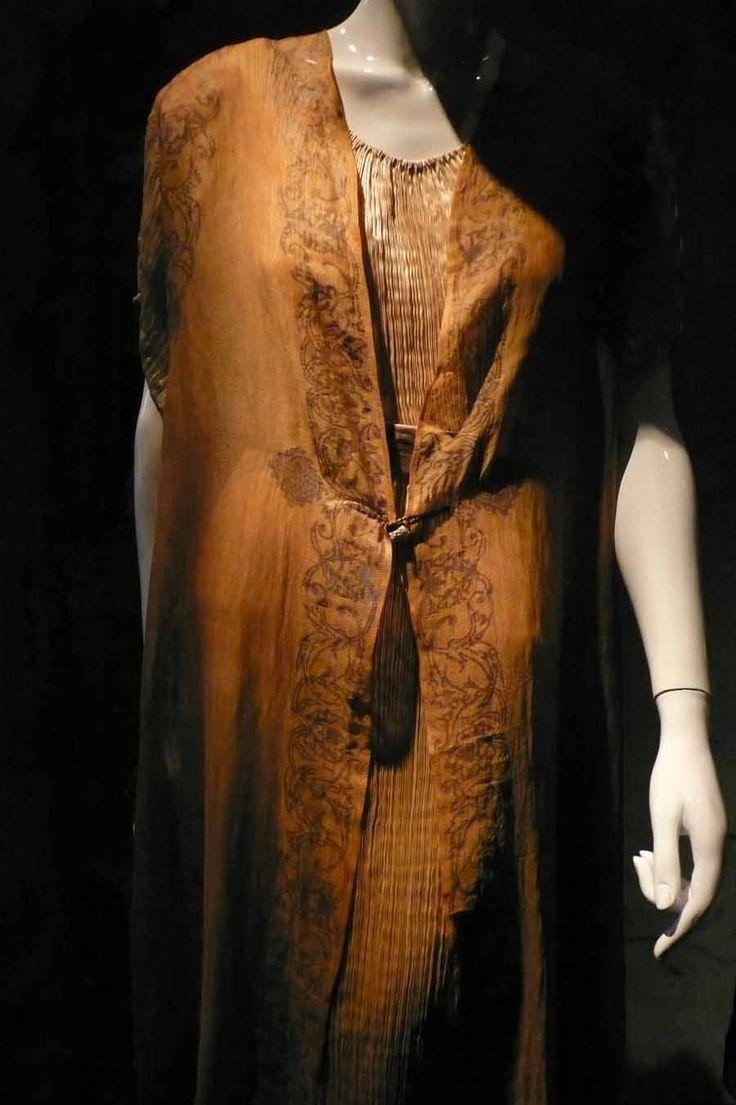 Su gran fama le viene dada por su genial aportación al mundo del diseño y la moda textil. Creador de las túnicas 'Delphos' que—con resonancias de la cultura griega—lo que realmente le inspiró fue la pintura inglesa prerrafaelista.