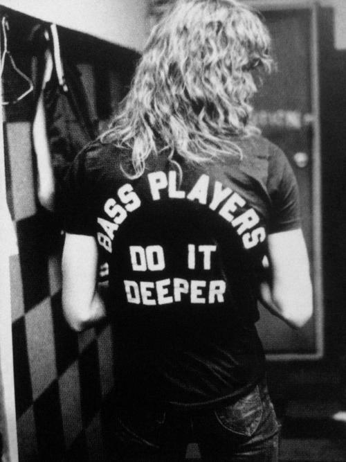 Duff McKagan dei Guns N' Roses. Se penso che in gioventù i miei riferimenti erano questi, non so come ho fatto a sopravvivere...