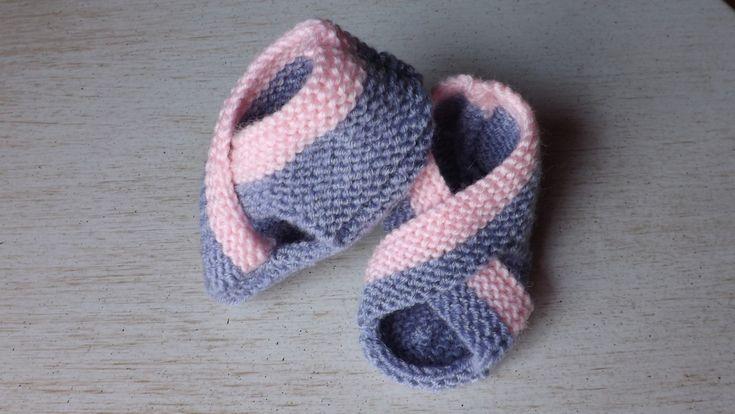 Chaussons ouverts en tricot, façon sandales, parme et rose : Mode Bébé par ignatia