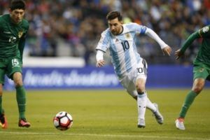 Tim Nasional Argentina harus terus berusaha untuk bertahan di puncak klasemen sementara Zona Conmebol pada babak kualifikasi piala Dunia 2018. Salah satu caranya adalah dengan memenangkan partai lanjutan kualifikasi melawan Venezuela. Pertandingan antara kedua tim ini akan berlangsung pada 7 September mendatang.  Tim Nasional Venezuela sendiri akan bermain sebagai tuan rumah dalam pertandingan nanti. Dalam lima pertandingan terakhir mereka hanya mampu memenangkan dua pertandingan saja dan…