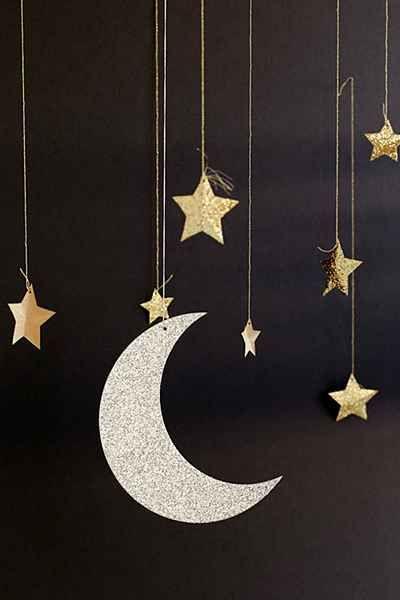 Decoração suspensa lua e estrelas glitter dourado e prateado @partylandportugal #anonovo #partyland #partylandportugal