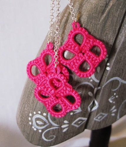 Orecchini quadrifoglio - rosa shocking  Shocking pink four leaf Clover tatted earrings