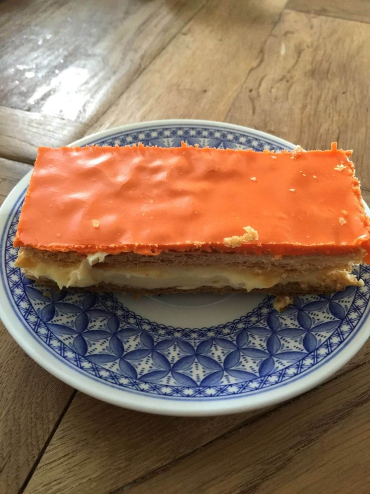 Op Koningsdag mag er feestelijk worden uitgepakt. Favoriet is de oranje tompouce! Met dit suiker-, melk-, en tarwevrije recept kun je zorgeloos genieten!