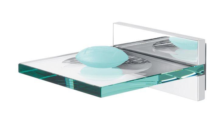 De zeepschaal van Safira is er in de kleur chroom gecombineerd met helder veiligheidsglas. Dit product kan worden geschroefd, maar kan ook met Tigerfix 1 op een gladde en stevige ondergrond geplakt worden. U hoeft dus niet te boren. (Tigerfix is los leverbaar). Kijk ook eens naar de andere accessoires uit deze serie