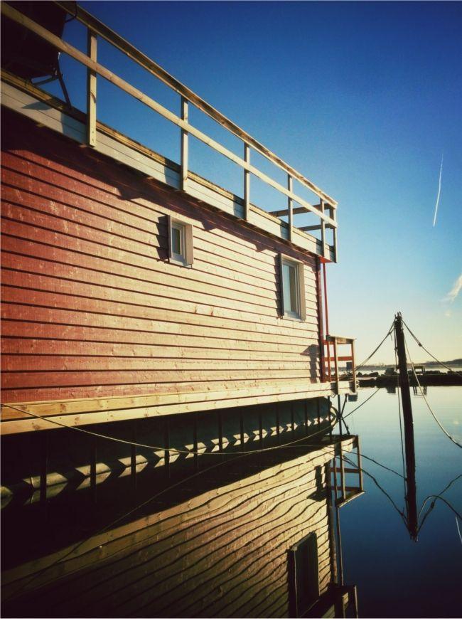 Hausboot Stern im stillen Gewässer, Burgstaaken
