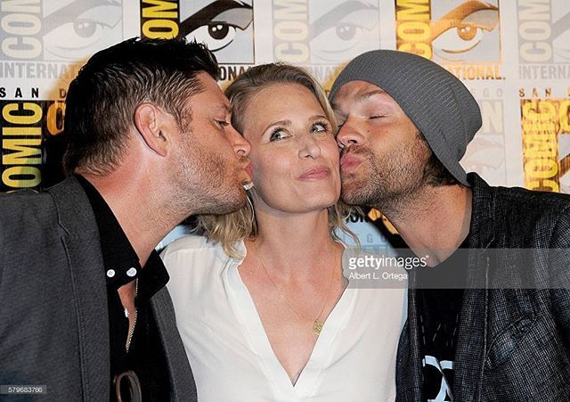 Today: Winchesters Brothers with their mom.  Jared and Jensen with Samantha (aka…