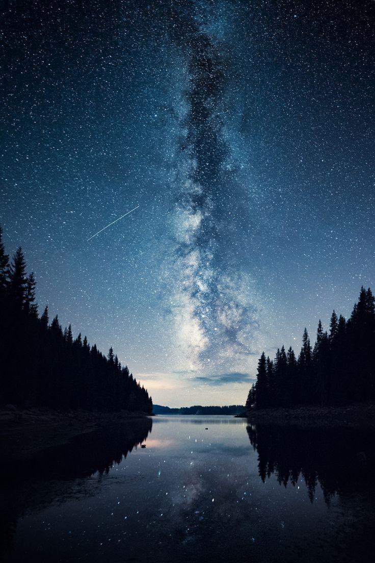 La Vía Láctea se alza majestuosa sobre un los montes Rhodope, Bulgaria (Emil Rashkovski, 2017)