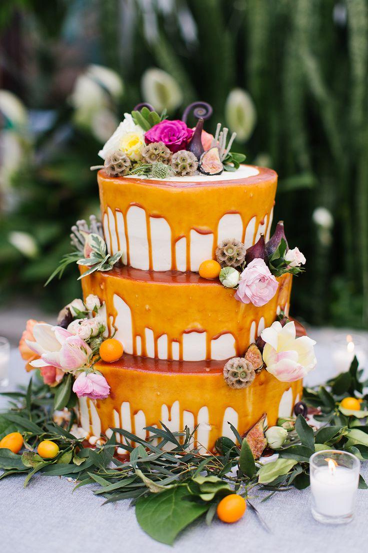 キュートで楽しいドリップケーキ。dripping wedding cake