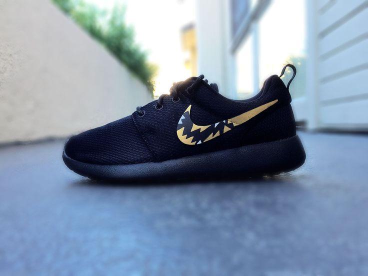Womens Custom Nike Roshe sneakers, Roshe Run. Tribal like pattern, Gold and Black, Classy design, trendy and chic