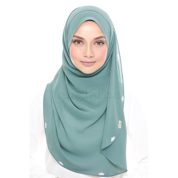 Shop Now // Naelofar Hijab Jasmine, like the delicate flower, is soft and tender and an ideal design suited for any occasion. The extra length offers additional coverage for a more modest style. Curved edges and ruffles give it a feminine touch, producing a sweet and dainty look. Shop now on Haute-elan.com or via our bio link!