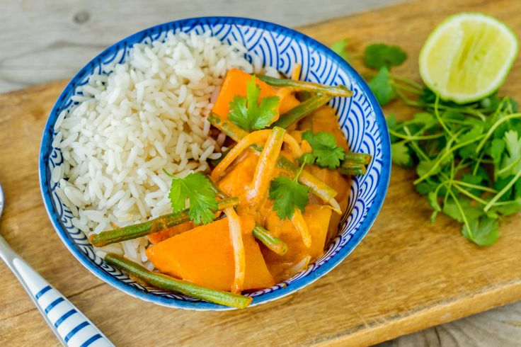 Thaise curry van pompoen, sperzieboontjes en sojascheuten, met Thaise rijst