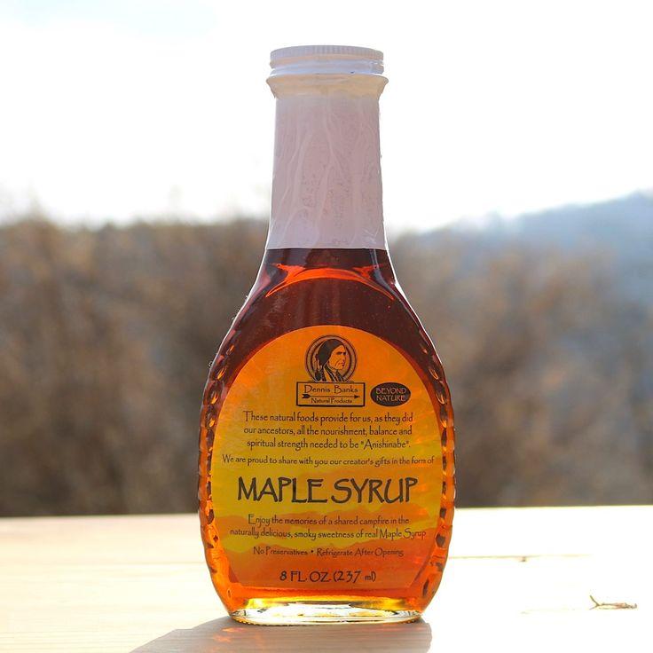 香り豊かな自然の甘み。それがデニス・バンクスのメープルシロップです。健康に必要なミネラルやビタミン類を豊富に含んだ添加物等を一切使用していない自然食品です。ドリンク、お菓子、お料理に幅広くご利用頂けます。ミネソタ居留地で生まれた大自然の恵みの希少性の高いメープルシロップを是非ご賞味ください。
