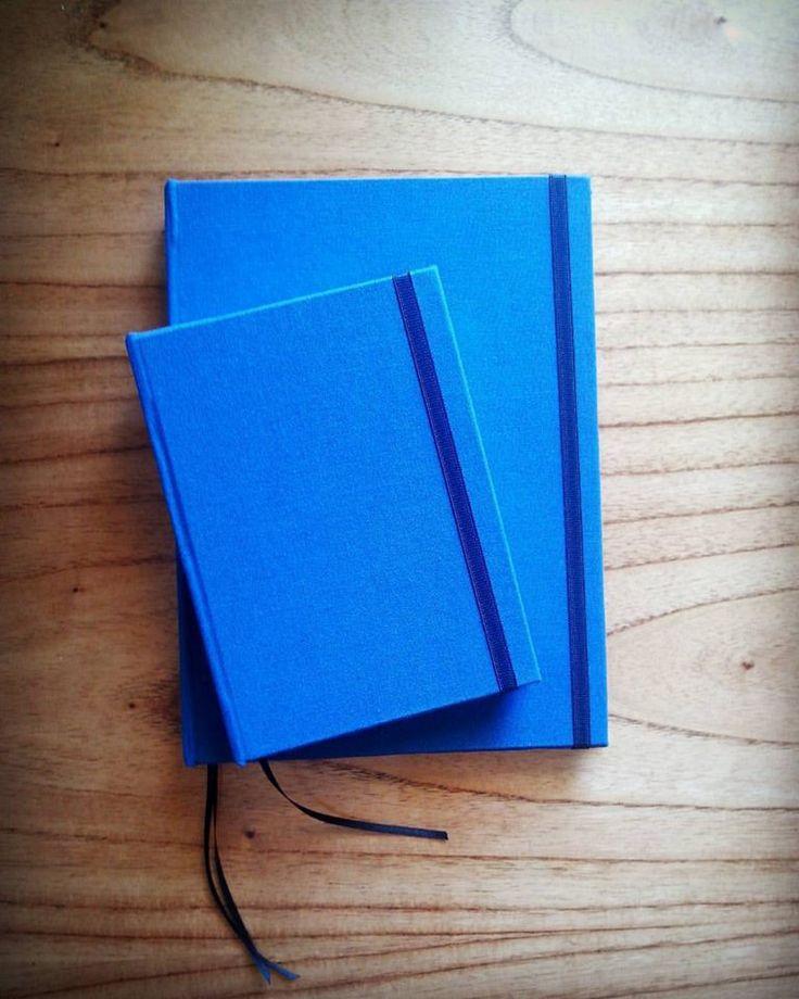 Cuaderno grande y mini azul, 80 hojas color ahuesado, tapas duras https://www.facebook.com/somosyouandme