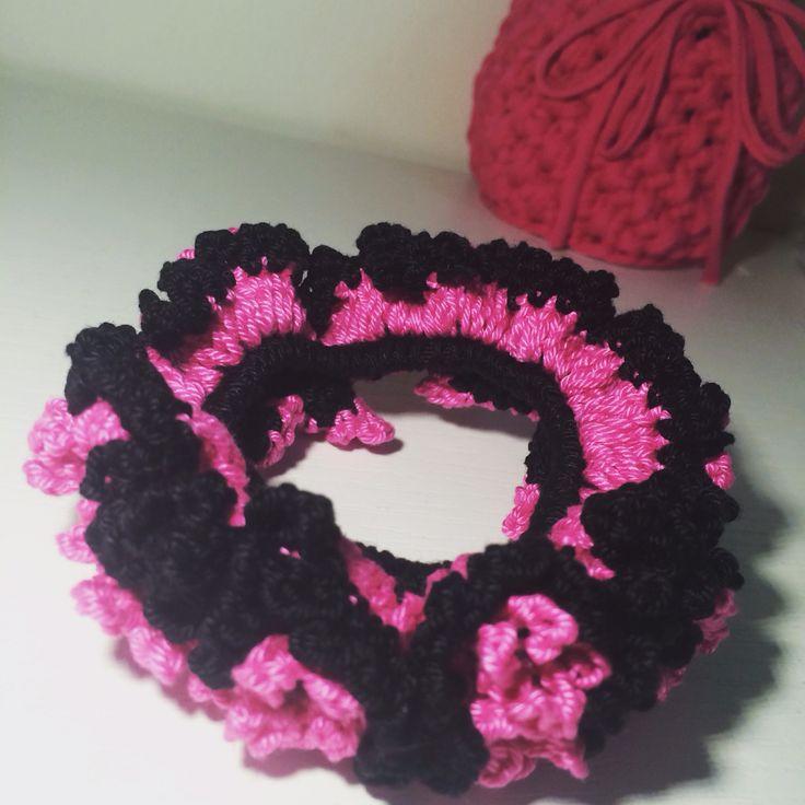 #ربطة_شعر #كروشية #لنتشارك_ماصنعنا  #crochet #crocheting  شرفي الطريقة على #سنابي mhu قبل لا تروح