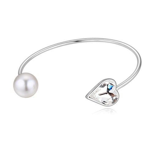 $13,62 Pearl & heart Swarovski crystal bracelet - Yohanna Jewelry Wholesale. BEST PRICE: Directly in the jewelry factory. VAT-free shopping: Available, partners based in the European Union, only applies to EU tax identification number (UID). Exclusive design SWAROVSKI crystals and AAA Zircon crystal jewelry and men's stainless steel jewelry and high-quality stainless steel jewelry for couples sell in bulk to resellers! Please contact us.