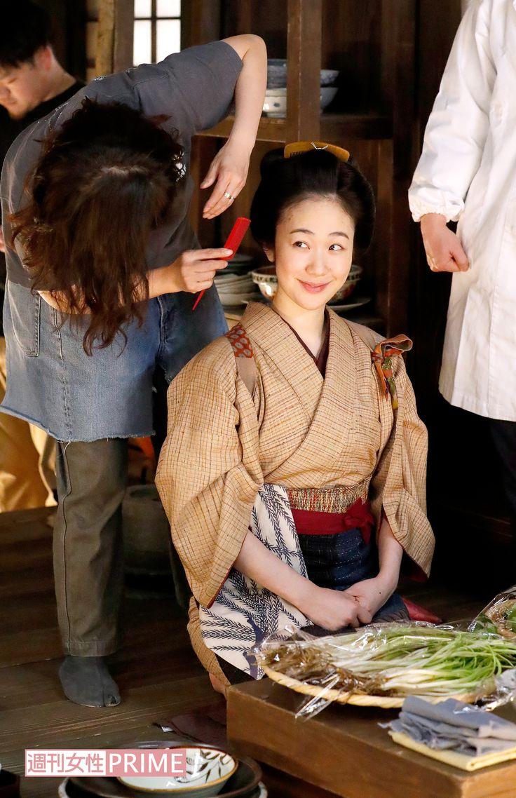 大河ドラマ『真田丸』の好演も話題になった黒木華。来年放送の『西郷(せご)どん』への出演も決定している彼女が、13日放送スタートの土曜時代ドラマ『みをつくし料理帖』で、NHK初主演! そのスタジオ収録に密着した。