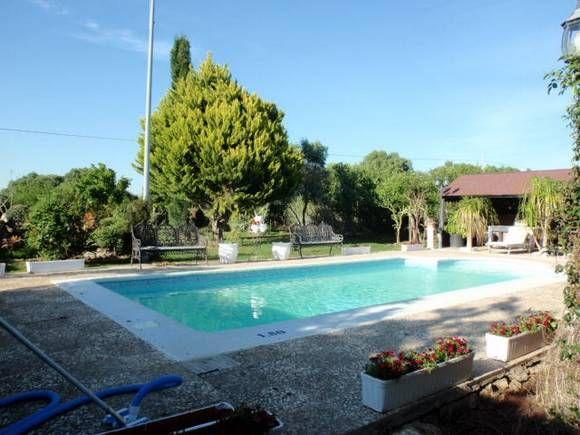 CADÍZ, BENALUP CASAS VIEJAS. Casilla Espina Alojamiento rural. Capacidad mínima para 6 personas y máxima para 18, dispone de 5 a 7 dormitorios, 3 baños, 3 cocinas, salón comedor y una zona exterior de 1.600 m² de jardín, con #piscina privada, porche con dos #barbacoa y otro porche tipo #chill_out. Situado en una zona tranquila, a 3 Km. del pueblo. Se encuentra en el Parque de los Alcornocales. #casa_grande_en_Cádiz http://fotoalquiler.com/casillaespina