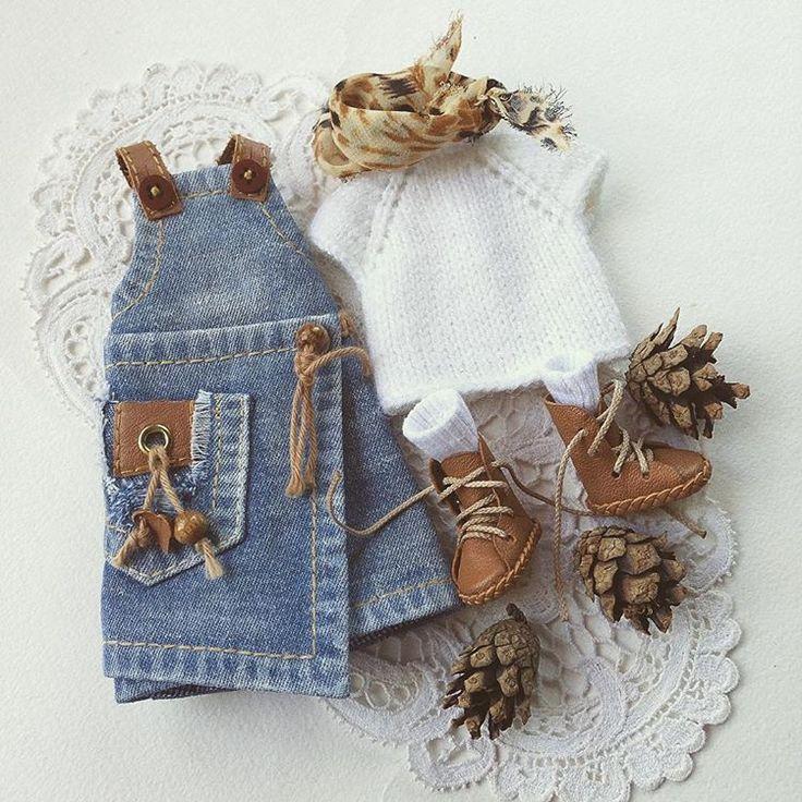 Такой комплект достанется кому-то из посетителей #blythecon_rus . В качестве спонсора я предоставлю два комплекта одежды. #blythe #blythedoll #blythegram #blythedress #блайз #блайзомания #одеждадляблайз #одеждадлякукол #джинсовыйсарафан #обувьдлякукол