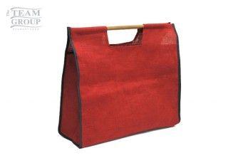Bolsa de yute color con manijas de madera