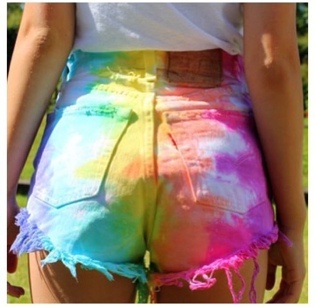 Tie Dye High Waisted Shorts, love tie dye and high waisted shorts. Does it get any better than this?! Someone show me how to make!