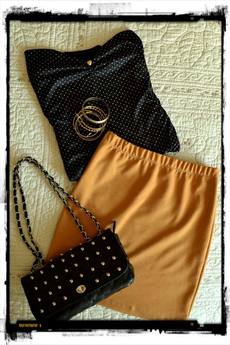 Strapless lunares + mini mostaza+ pulseras doradas+ cartera tachas.  By Bernabea