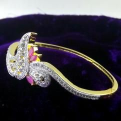 Designer Morpankh Ruby CZ American Diamond Gold Plated Bracelet Bangle *Beautifully hand crafted bracelet bangle *Sparkles like real diamond gold bracelet bangle *High quality American Diamonds are used *Sleek fit bracelet *Free size - fits every hand *Gold plated bracelet bangle   ₹799.00 INR BUY at http://crazyberry.in/online-shopping/artificial-imitation-fashion-jewellery/designer-morpankh-ruby-cz-american-diamond-gold-plated-bracelet-bangle
