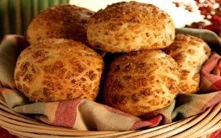 Μικρά ψωμιά με γεύση ελιάς και παρμεζάνας