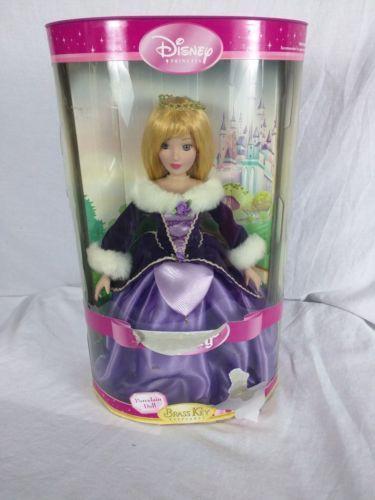 Brass-Key-Sleeping-Beauty-porcelain-2005-Disney-Aurora-Winter-Fur