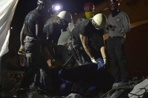 Un fuerte temblor sacudió a Ecuador este miércoles, cuatro días después del terremoto de 7,8 grados que ha provocado hasta ahora 525 muertos y unos 1.700 desaparecidos, causando alarma entre socorristas y sobrevivientes, pero sin que se reporten por los momentos nuevos daños.