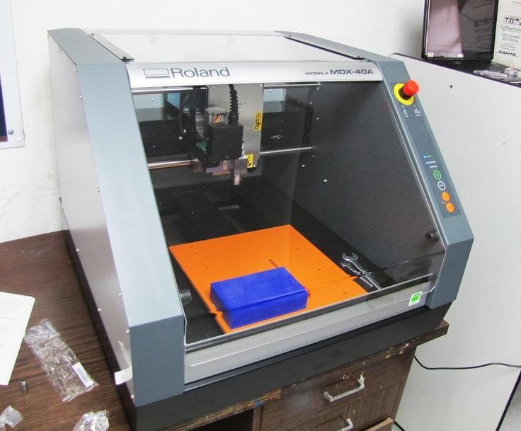 Roland MDX-40, el equipo para crear matricería y prototipos con tecnología de hasta 4 ejes. Directamente del archivo a la formulación de prototipos 3D, con acabados excelentes.