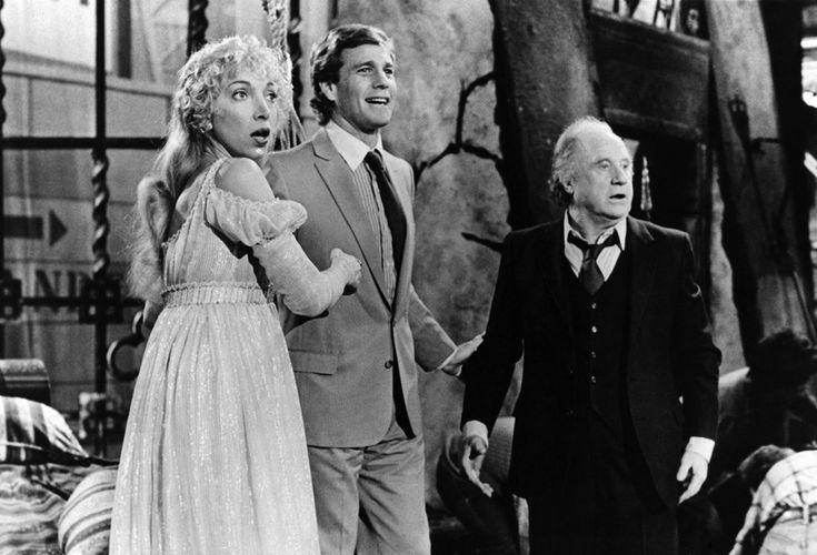 """Mariangela Melato, Ryan O' Neal e Jack Warden in una scena del film """"Jeans dagli occhi rosa"""" nel 1981  (girella-archivio storico)"""
