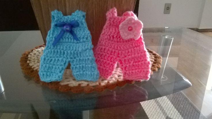 Mini Macaão em crochê para lembrancinhas chá de bebê , fraldas, nascimento, batizado entre outros, varias cores.