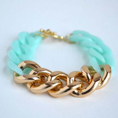 Loving this mint and gold color combo! Kick up your arm candy with this chunky piece!  The length of this product is approximately 7.5 inches from toggle to clasp. If you need a larger or smaller size, please leave a note in the message during checkout.   This is made using gold aluminum curb...