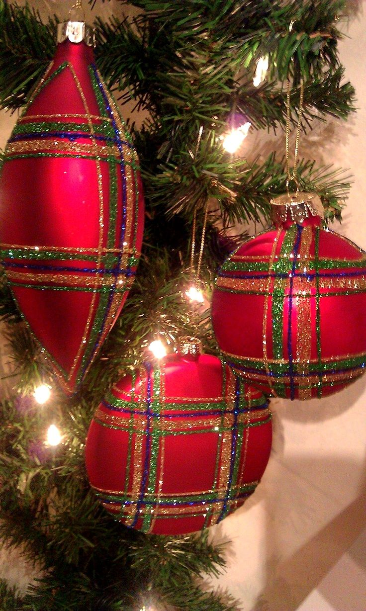 Plaid Christmas Ornaments....must remember to make some like these next year for our Heritage Christmas tree!!!