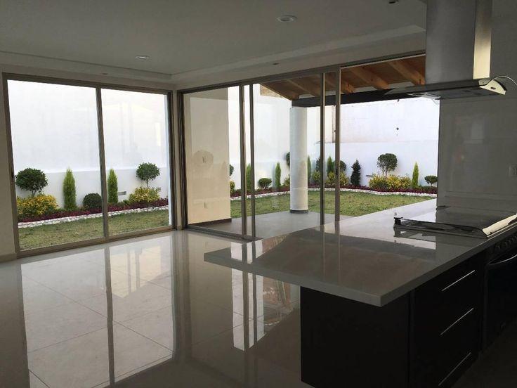 Baño Con Vista Al Jardin:hermosa cocina abierta con vista al jardín, 3 recámaras todas con