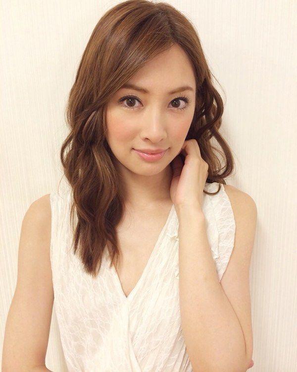 おはようございます☀️ 今日は晴れて暑い もうすぐ夏 今日はこの景子ちゃん 白のドレスもキレイすぎる… キレイやしかわいい♡♡ ✩ #北川景子 #景子ちゃん #かわいい #キレイ #kitagawakeiko #keikokitagawa #cute #beautiful #girl
