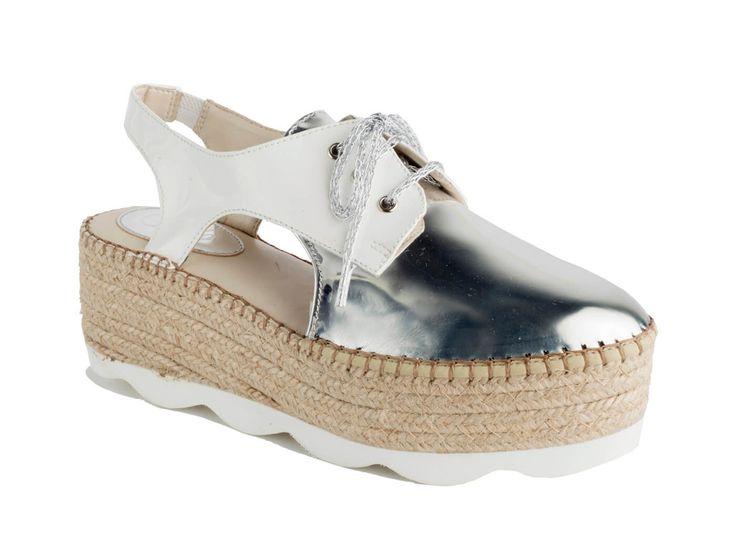 #Alpargatas #Espadrilles Modelo 1470 Charol Brilla con estos bluchers de charol: comodidad, elegancia y originalidad. Prepara tus pies porque llega la hora de lucirlos. Disponible en Blanco y Negro.
