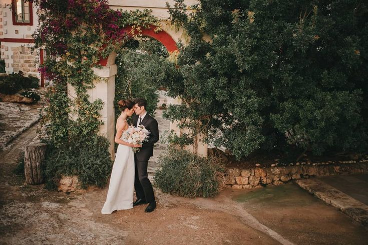 #weddinginitaly #destinationphotographer #destinationwedding #matrimonioinpuglia #fotografomatrimoni #weddingatmosphere #fujiphotographer #lookslikefilm #fujixpro2