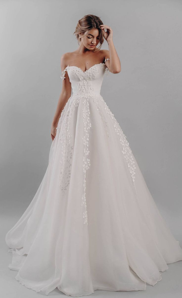 60 robes de mariée princesse | Brides Magazine #brides #magazine #mariee #princ…