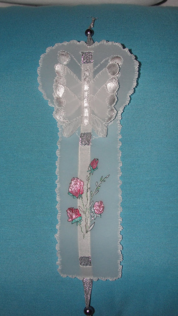 Handmade bookmark.  Handpainted and made using tracing paper.    Ideal for booklovers.