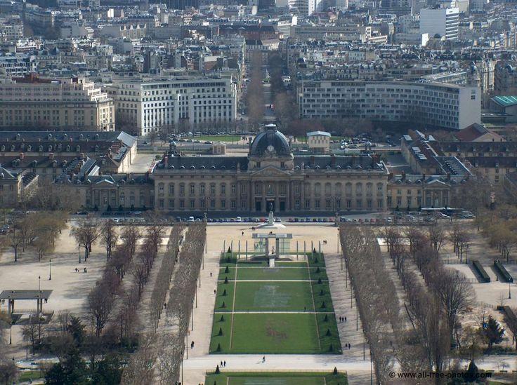 Le Champ de Mars, l'Ecole Militaire - Paris - France