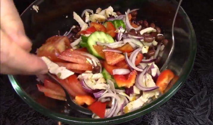 Вкусный и быстрый салат с курицей, овощами и фасолью