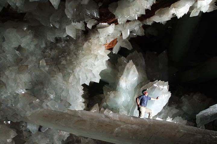 世界最大のクリスタルの結晶が眠る洞窟『ナイカ鉱山